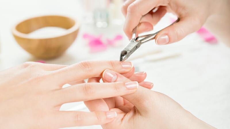 Trattamenti estetici: manicure, pedicure, pulizia viso e trattamenti corpo